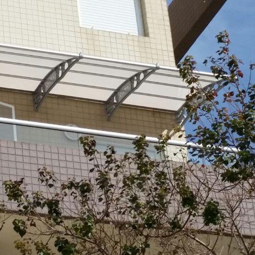 גגון במרפסת